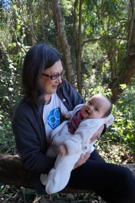 Luisa e a vovó Mieko no Rubinho. Foto: arquivo pessoal.