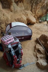 Luisa dentro da barraquinha na Serra do Cipó. Foto: arquivo pessoal.
